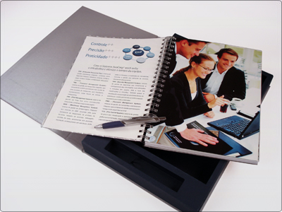 Folder de TI, Caderno Aberto, Caixa e Caneta
